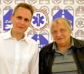 Riaditeľ Matej Polák gratuluje vodičovi roka 2014 Otovi Sorosovi.